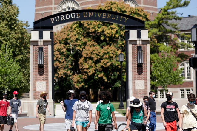 Students cross the State and Grant streets intersection at Purdue University, Thursday, Aug. 20, 2020 in West Lafayette.