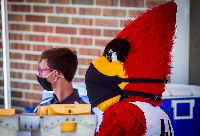 Hundreds of new and returning Ball State students arrive on campus for the university's move-in day for non-premium plan residents Thursday, Aug. 20, 2020.