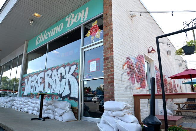 Sandbags line the storefronts in the shopping plaza between Central Avenue and Lewis Street on Aug. 20, 2020.