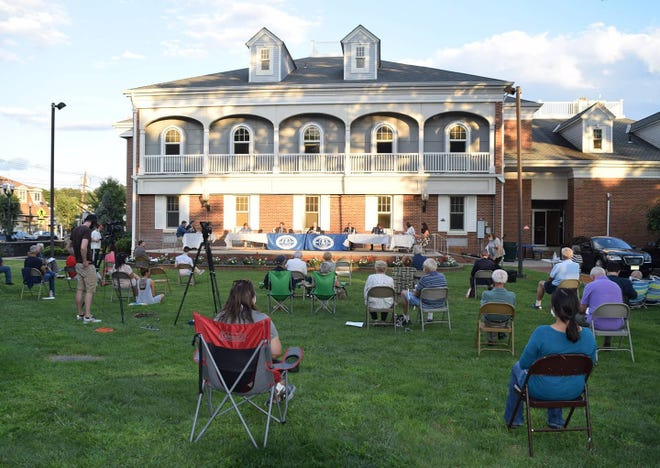 The Scotch Plains Township Council meeting outdoors August 2020.