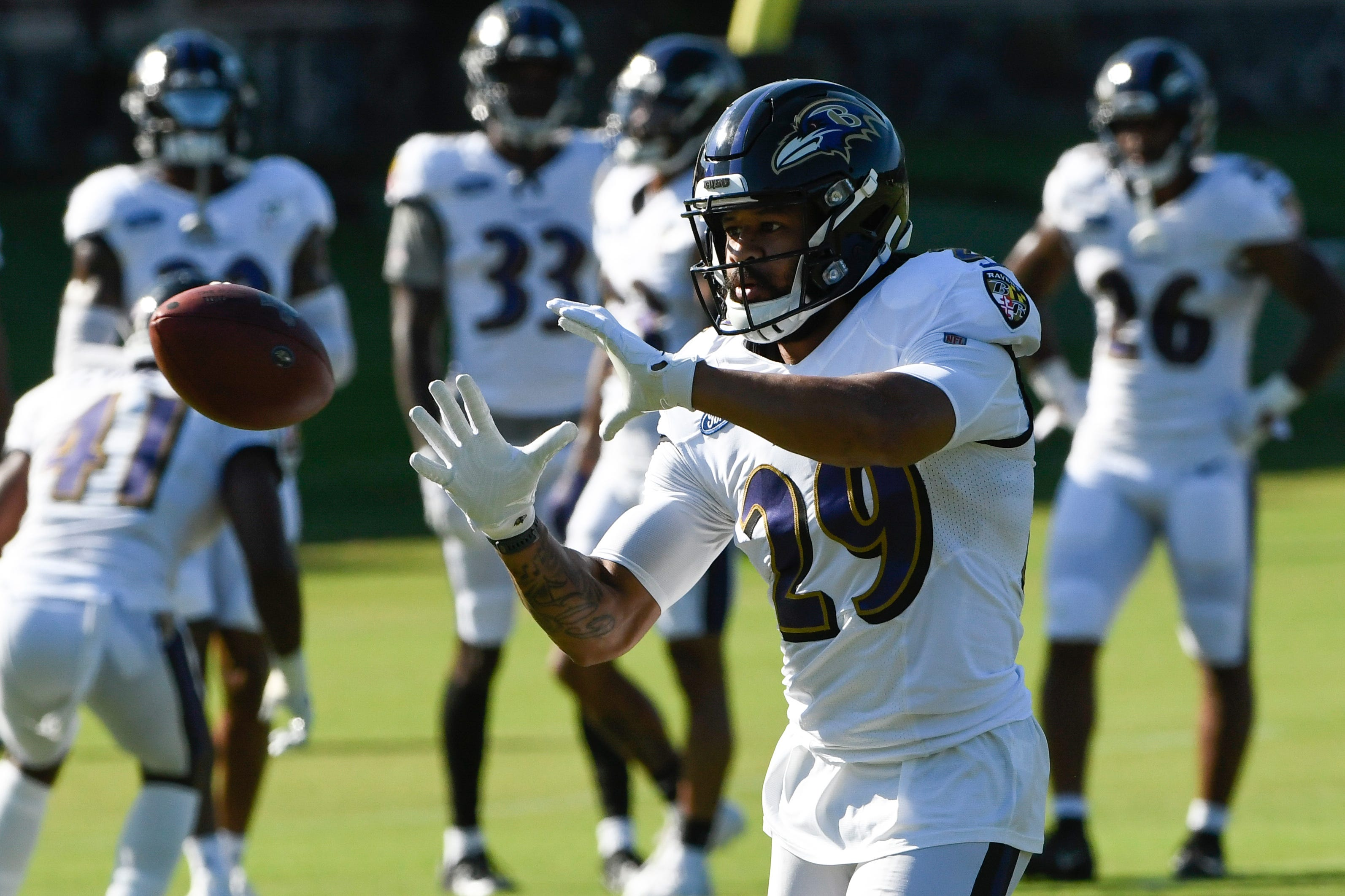 Earl Thomas cut by Ravens after fight in practice with teammate