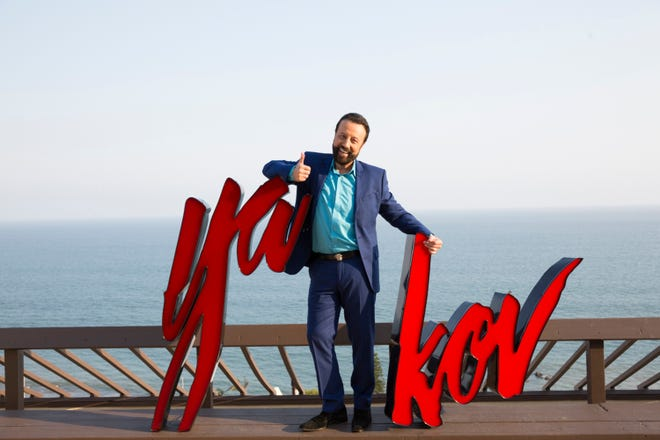 """Yakov Smirnoff's """"United We Laugh"""" comedy special is his take on politics and life."""