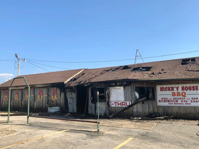The Hickr'y House Bar-B-Q restaurant in Marietta is closing its doors for good after a fire damaged the building Monday morning.