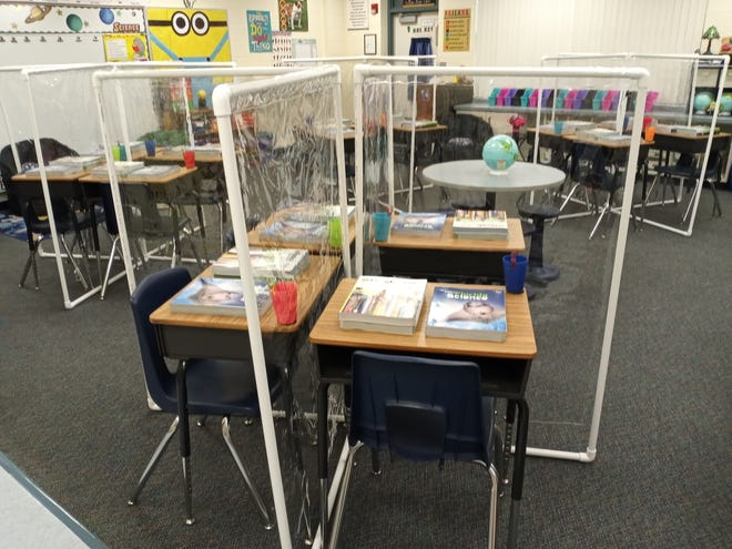 A group of four desks with partitions at Umatilla Elementary School.
