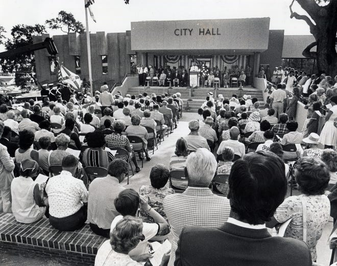 The dedication ceremony for Daytona Beach City Hall during the city's centennial, July 1976.