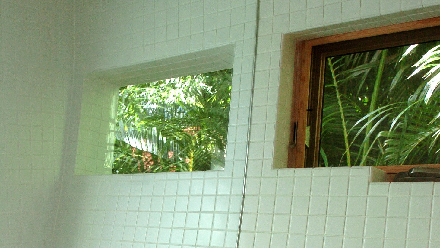 The Casey Key Guest House's curved walls were a challenge in the bathroom. The house was designed by Jerry Sparkman of Sweet Sparkman Architects and built by Michael K. Walker. Sparkman recently won an award from Marvin Windows and Doors for the house's fenestration. HERALD-TRIBUNE STAFF FILE PHOTO / HAROLD BUBIL