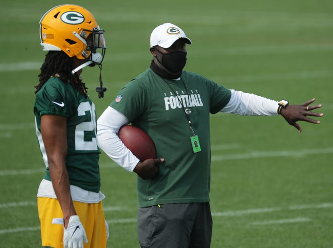 Packers defensive backs coach Jerry Gray talks with cornerback Kevin King during 2020 training camp.