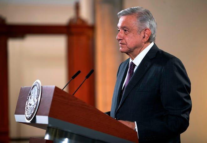 Fotografía cedida por la presidencia mexicana, que muestra al presidente de México, Andrés Manuel López Obrador, mientras ofrece una rueda de prensa hoy, en el Palacio Nacional de Ciudad de México.
