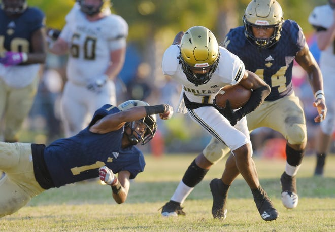 Oakleaf wide receiver Terrance Anthony (7) eludes Sandalwood defenders during a 2019 game. Anthony committed to Coastal Carolina this week.