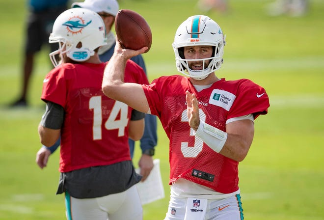 Miami Dolphins quarterback Josh Rosen (3) at Miami Dolphins training camp August 25, 2020.  [ALLEN EYESTONE/The Palm Beach Post]