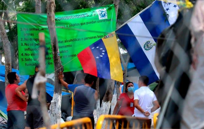 Vista de una ofrenda en las margenes del Rio Bravo, el 24 de agosto de 2020 al lado de uno de los campamentos de migrantes asentados en la ciudad de Matamoros, en el estado de Tamaulipas.