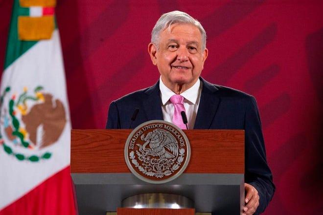 El presidente de México, Andrés Manuel López Obrador, habla este martes en su conferencia de prensa matutina en el Palacio Nacional, en Ciudad de México.