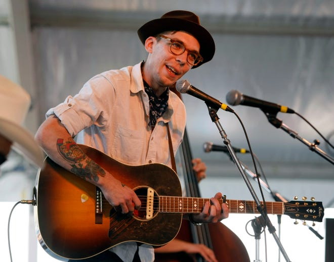 Singer-songwriter Justin Townes Earle, a leading performer of American roots music known for his introspective and haunting style, has died at age 38. Earle was the son of country star Steve Earle.
