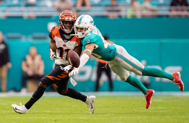 Miami Dolphins defensive back Nik Needham (40) deflects a third down pass away from Cincinnati Bengals wide receiver John Ross (11).  [ALLEN EYESTONE/The Palm Beach Post]
