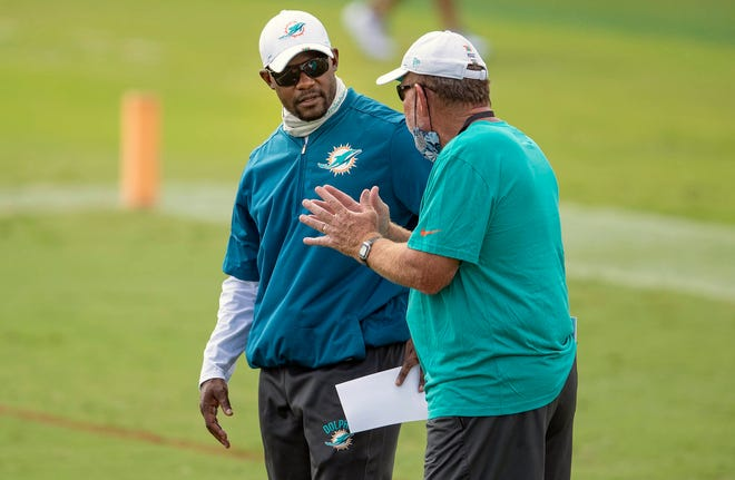 Miami Dolphins head coach Brian Flores talks with offensive coordinator Chan Gailey at Miami Dolphins training camp August 26, 2020.  [ALLEN EYESTONE/The Palm Beach Post]