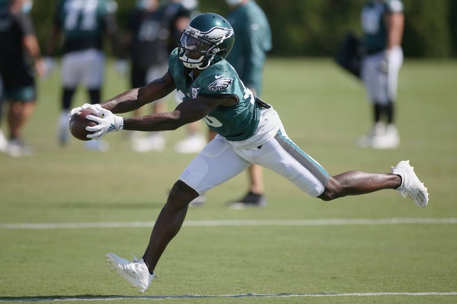 Adrian Killins signed a two-year contract Wednesday to stay with the Philadelphia Eagles.