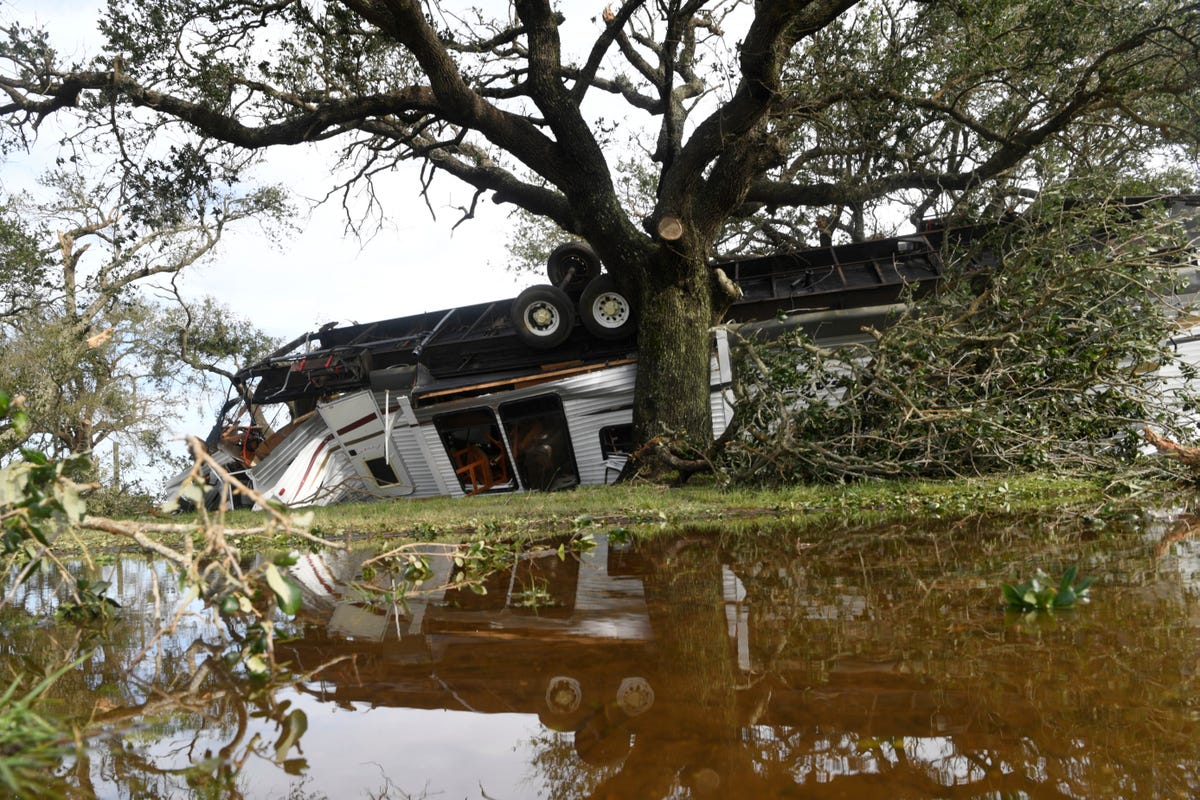 Hurricane Laura's Louisiana death toll up to 14; power outages could last a month thumbnail