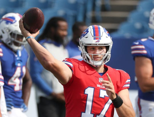 Bills quarterback Josh Allen selama latihan.