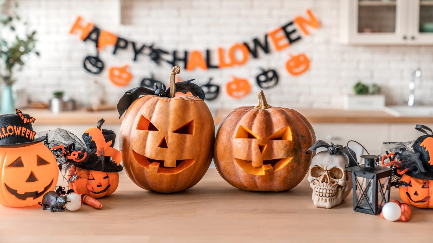 Halloween decorations 2020: Get outdoor lights, lawn décor ...