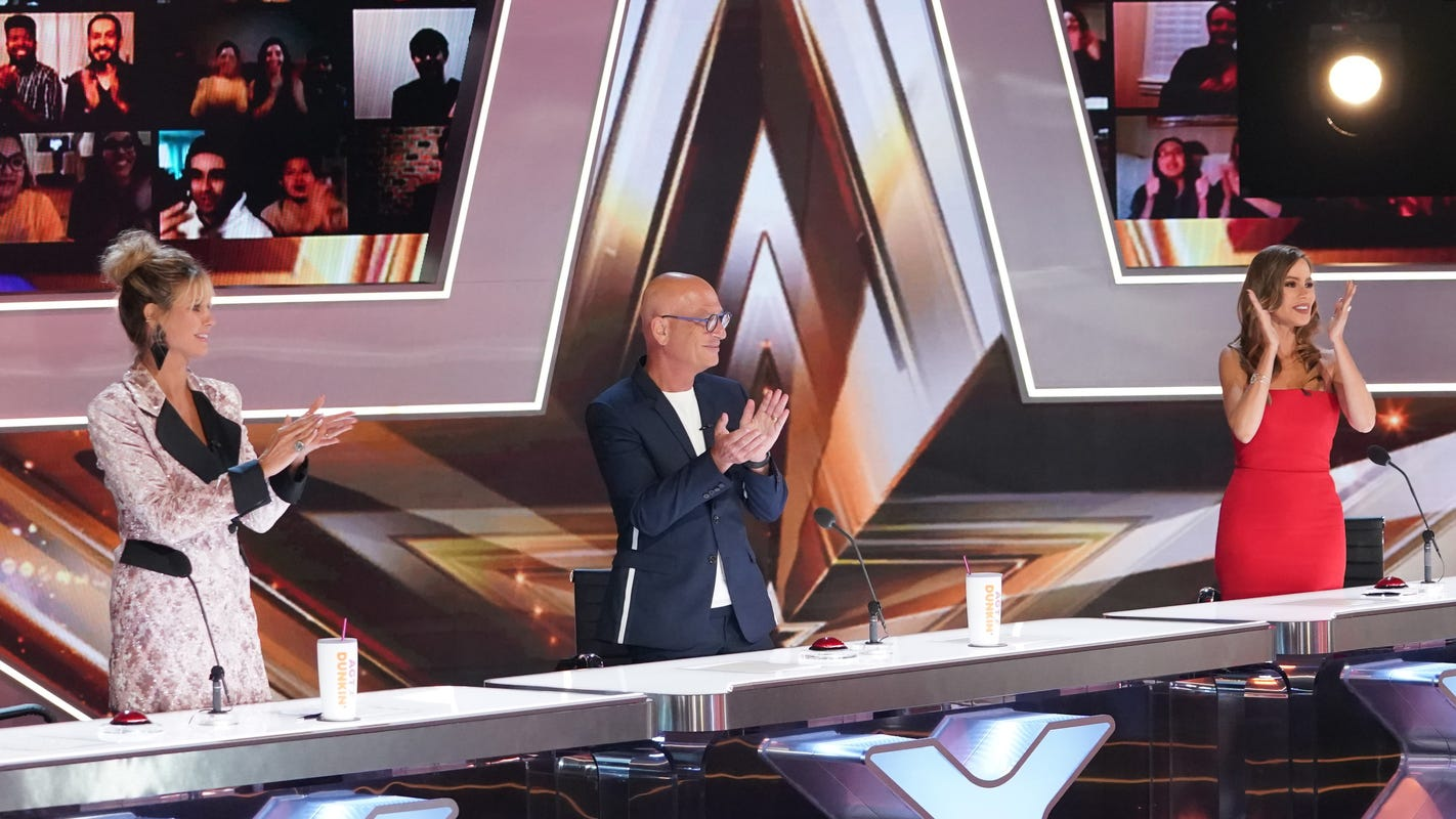 'AGT': Howie Mandel 'terrified' by fiery daredevil semifinals act; Sofía Vergara calls it 'cuckoo' – USA TODAY