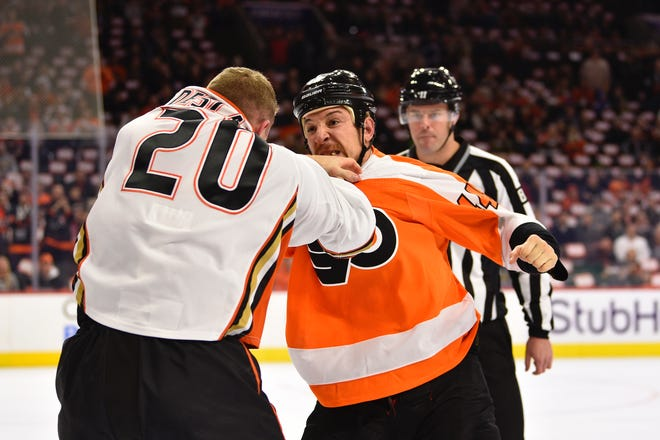 The Flyers' Chris Stewart, right, fights the Ducks' Nicolas Deslauriers during a December game.