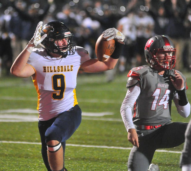 Hillsdale's Ty Williams (9).