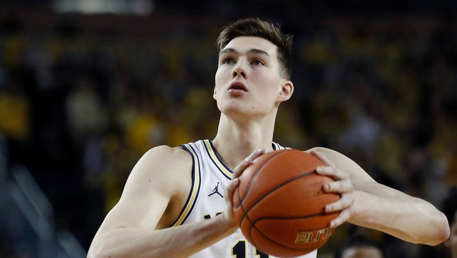 Former Michigan forward Colin Castleton had his transfer to UF approved, per reports.