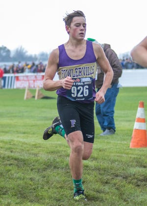 Zach Curd of Fowlerville won the Laingsburg Early Burg Invitational with a time of 16:58.6