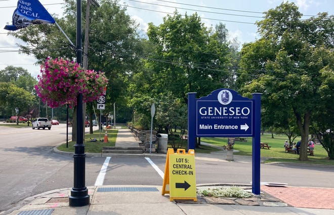 A sign points the way to SUNY Geneseo.