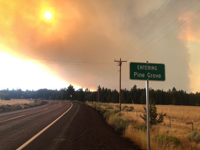 Smoke fills the sky over the White River Fire near Pine Grove in Central Oregon on Thursday, August 27, 2020.