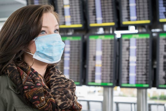 All major U.S. airlines require passengers and crew to wear face masks.
