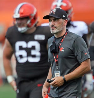 Browns coach Kevin Stefanski watches from the sideline during practice Thursday. [Jeff Lange/Beacon Journal]