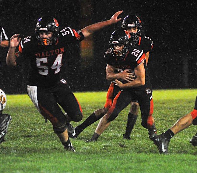 Tate Geiser runs the ball for the Bulldogs.