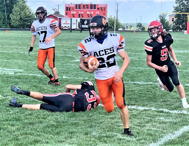 Amanda-Clearcreek's Andrew Harber runs the ball against Fairfield Union Saturday afternoon during their Mid-State League-Buckeye Division game.