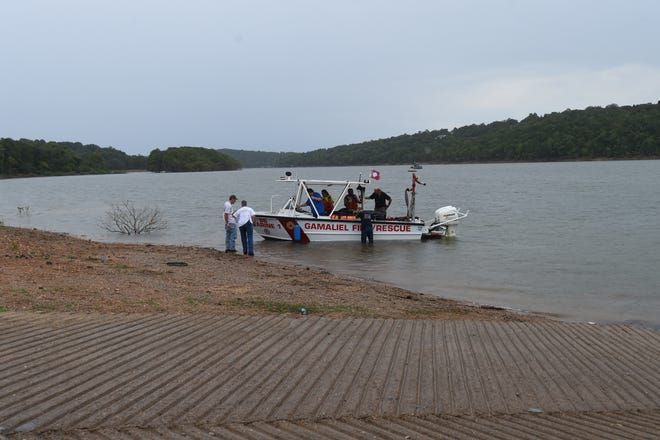 A Gamaliel rescue boat brings the body of Andrew Cunningham to shore at the Pigeon Creek boat ramp Saturday.