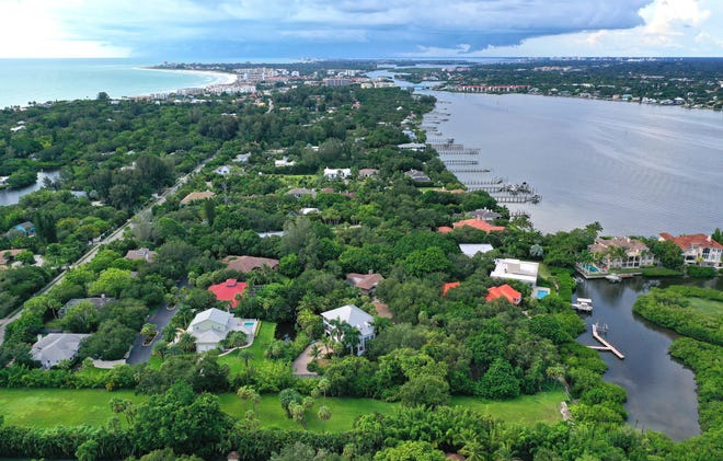 One of the most attractive enclaves on Siesta Key, Sarasota, is Oyster Cove, located bayside on Midnight Pass Road, less than a mile south of the Stickney Point Bridge.