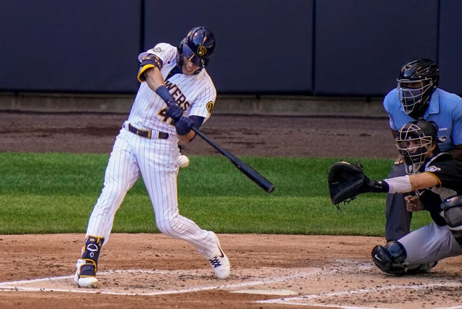 Milwaukee Brewers star Christian Yelich got into the swing of the Packers-Bears rivalry Sunday.