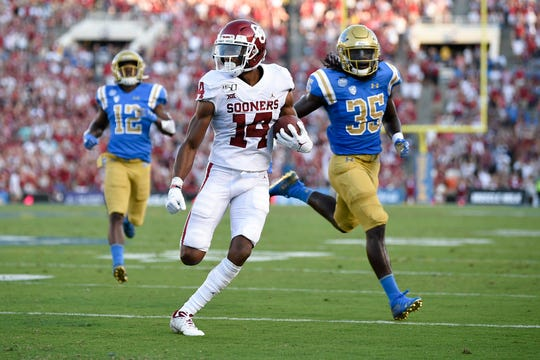 Oklahoma wide receiver Charleston Rambo breaks free for a touchdown after a catch during the first half against the UCLA.
