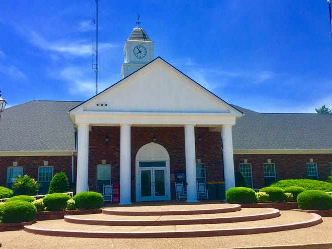 The Spring Hill Board of Mayor and Aldermen met this week to discuss the city's economic development future, such as what could be improved. (Staff photo by Jay Powell)