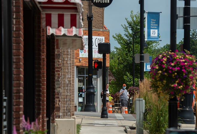 Downtown Cuyahoga Falls will have decorated parking meters and free two-hour parking during the holiday season.
