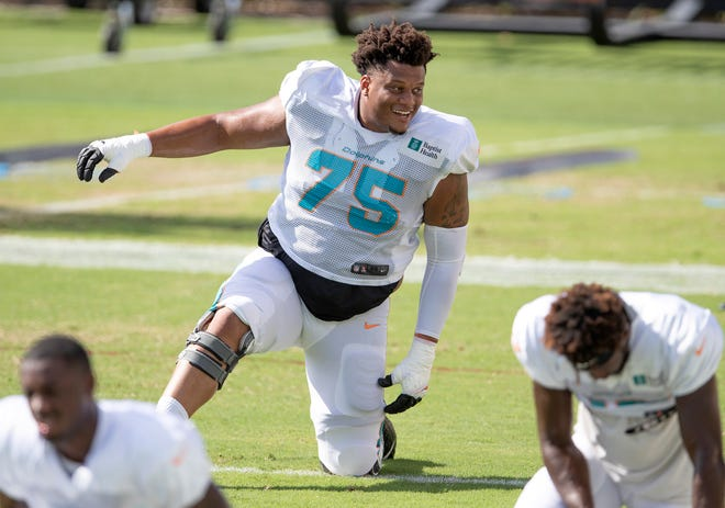Miami Dolphins guard Ereck Flowers (75) at Miami Dolphins training camp September 1, 2020.  [ALLEN EYESTONE/The Palm Beach Post]