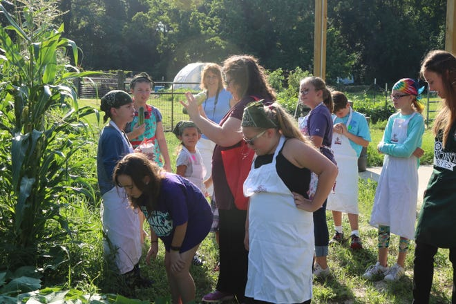 Rachel Pienta teaching a lesson on cucumbers to Wakulla 4-H youth in the Extension garden.