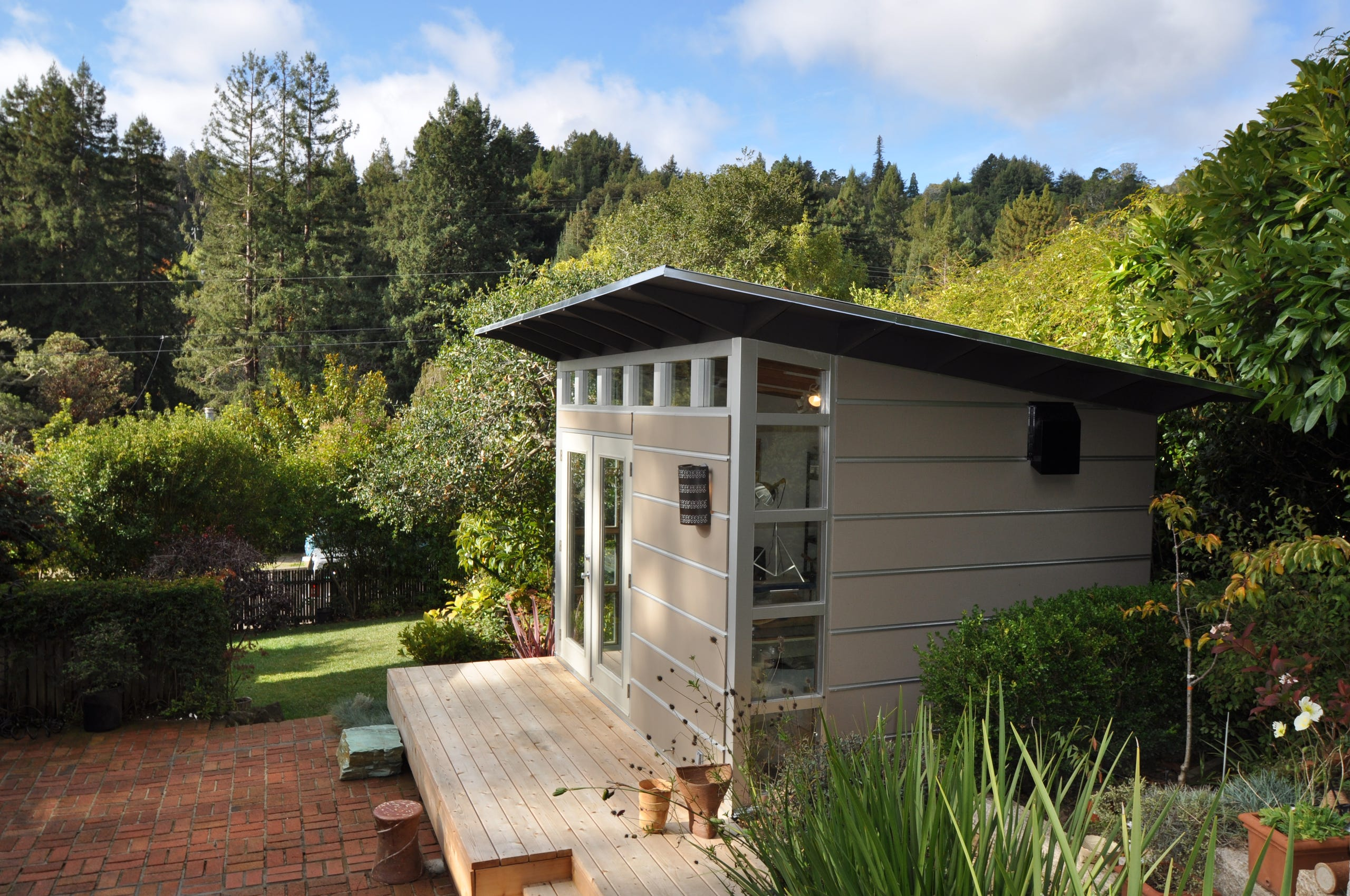 Outdoor Sheds That Double As Home Offices