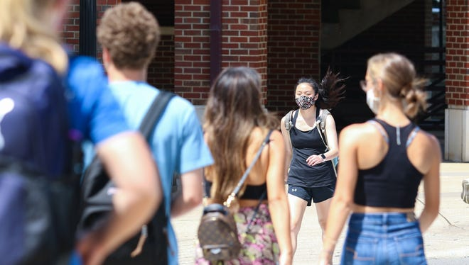 Tuscaloosa Mayor Walt Maddox said he believes mask orders, like those requiring University of Alabama students to wear face coverings while on campus and attending classes, along with limits or bar and restaurant patronage have helped slow the spread of COVID-19. [File photo/Hannah Saad]