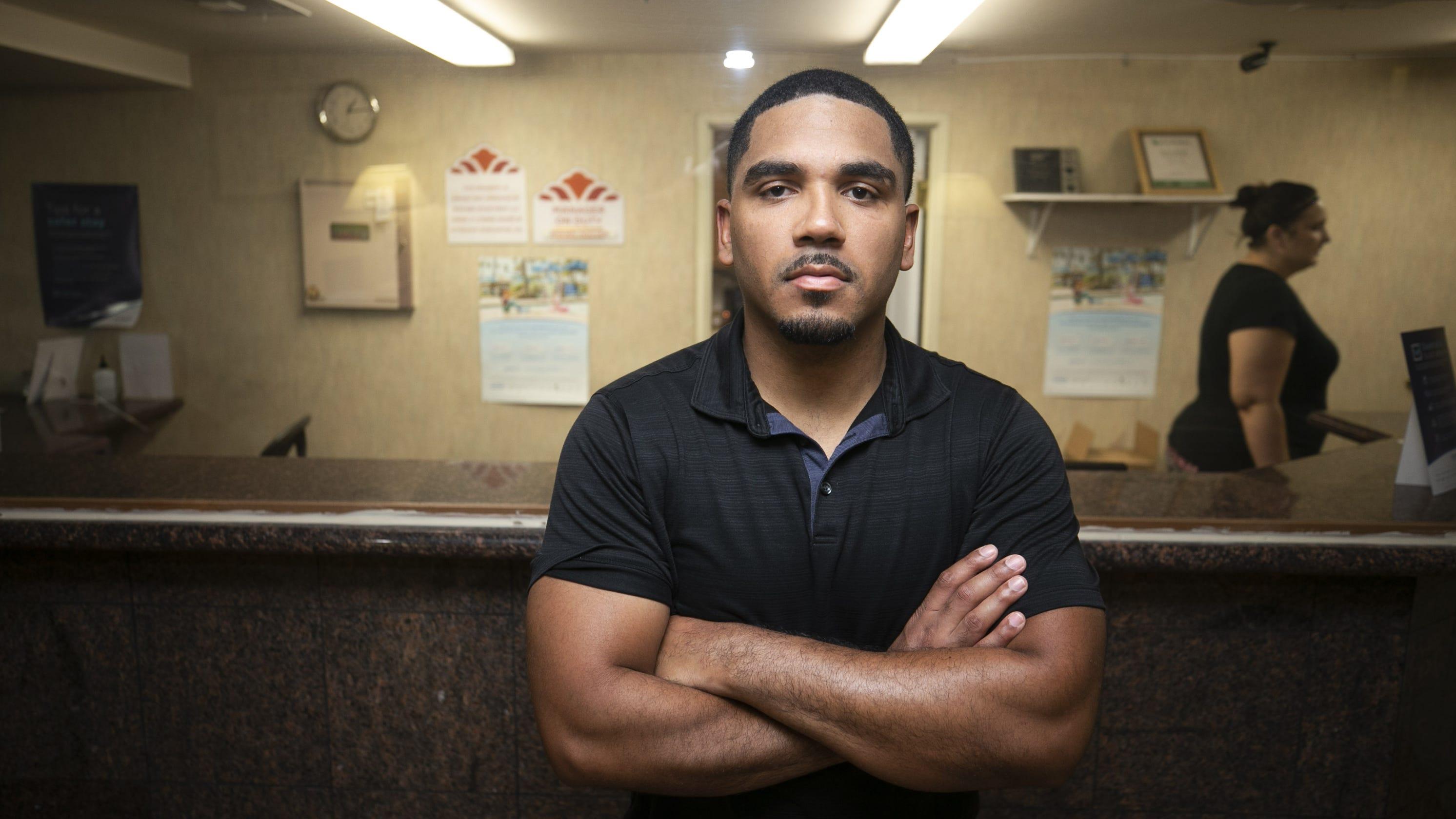 Man held at gunpoint by police hires Benjamin Crump, wants $2.5 million from Arizona city