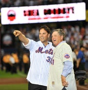 Mike Piazza and Tom Seaver salute the crowd during the final game at Shea Stadium.