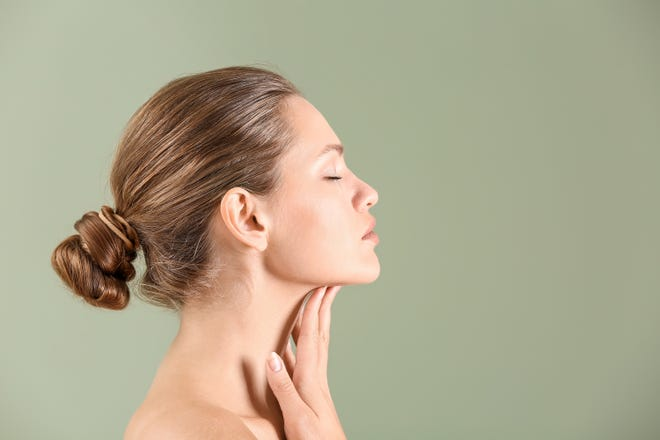 Dr. Mandal performs a minimal invasive surgical procedure that involves transecting the vertical neck muscle bands, lifting sagging muscle and tissues and tightening the overlying skin.