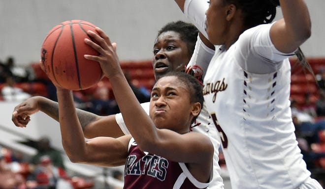 Braden River standout point guard O'Mariah Gordon (3) plans to attend Florida State University she announced Friday.