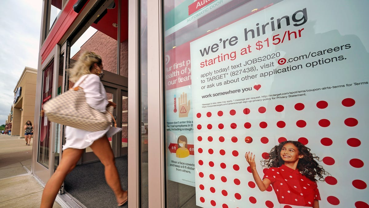 US jobless claims plunge to 576,000, lowest since pandemic 2