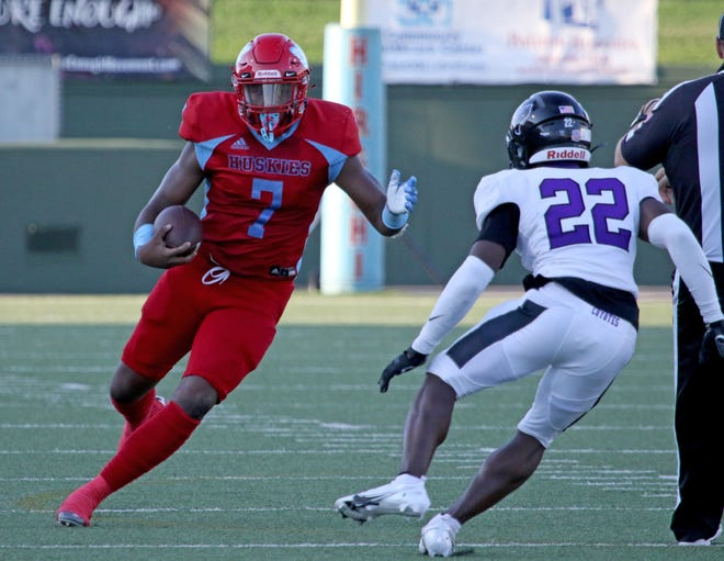 Hirschi's Chris Murray rushes against Anna Thursday, Sept. 3, 2020, at Memorial Stadium.